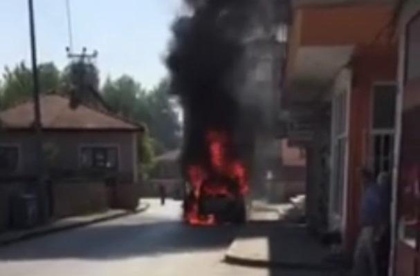 Hendek'te Araç tamamen yandı