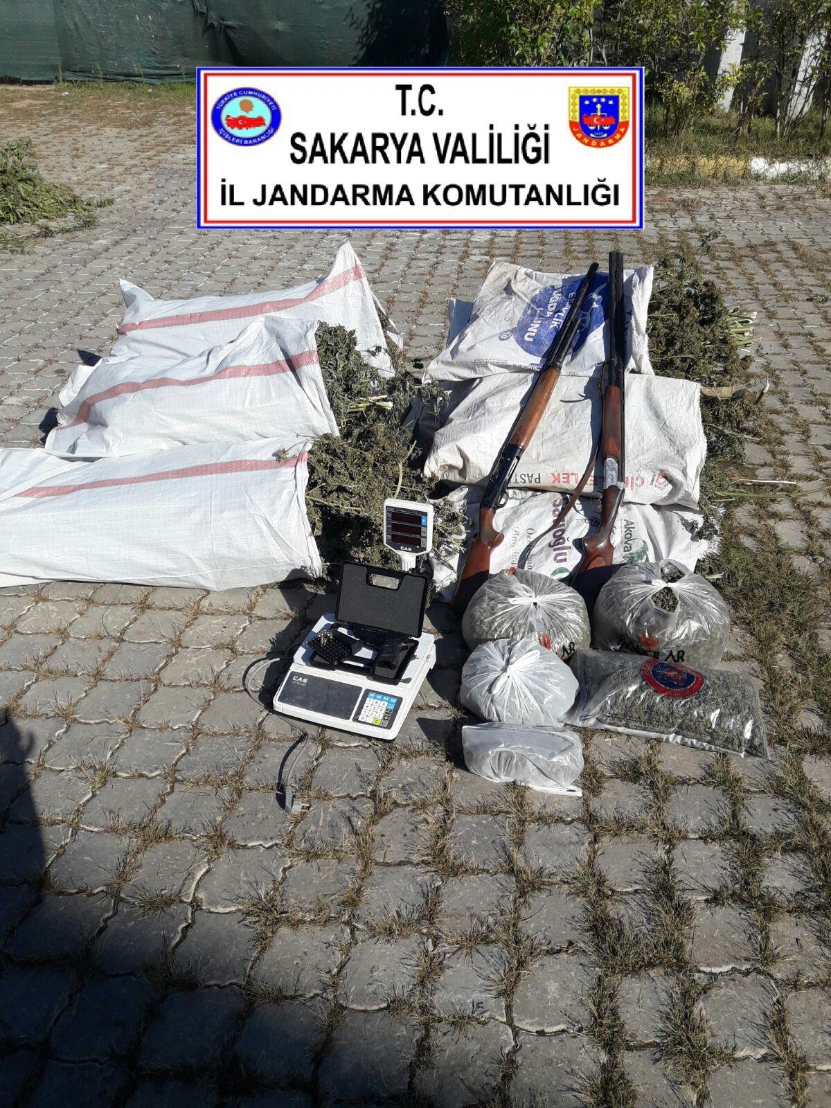 JANDARMA HENDEK'TE 70 KG UYUŞTURUCU YAKALADI