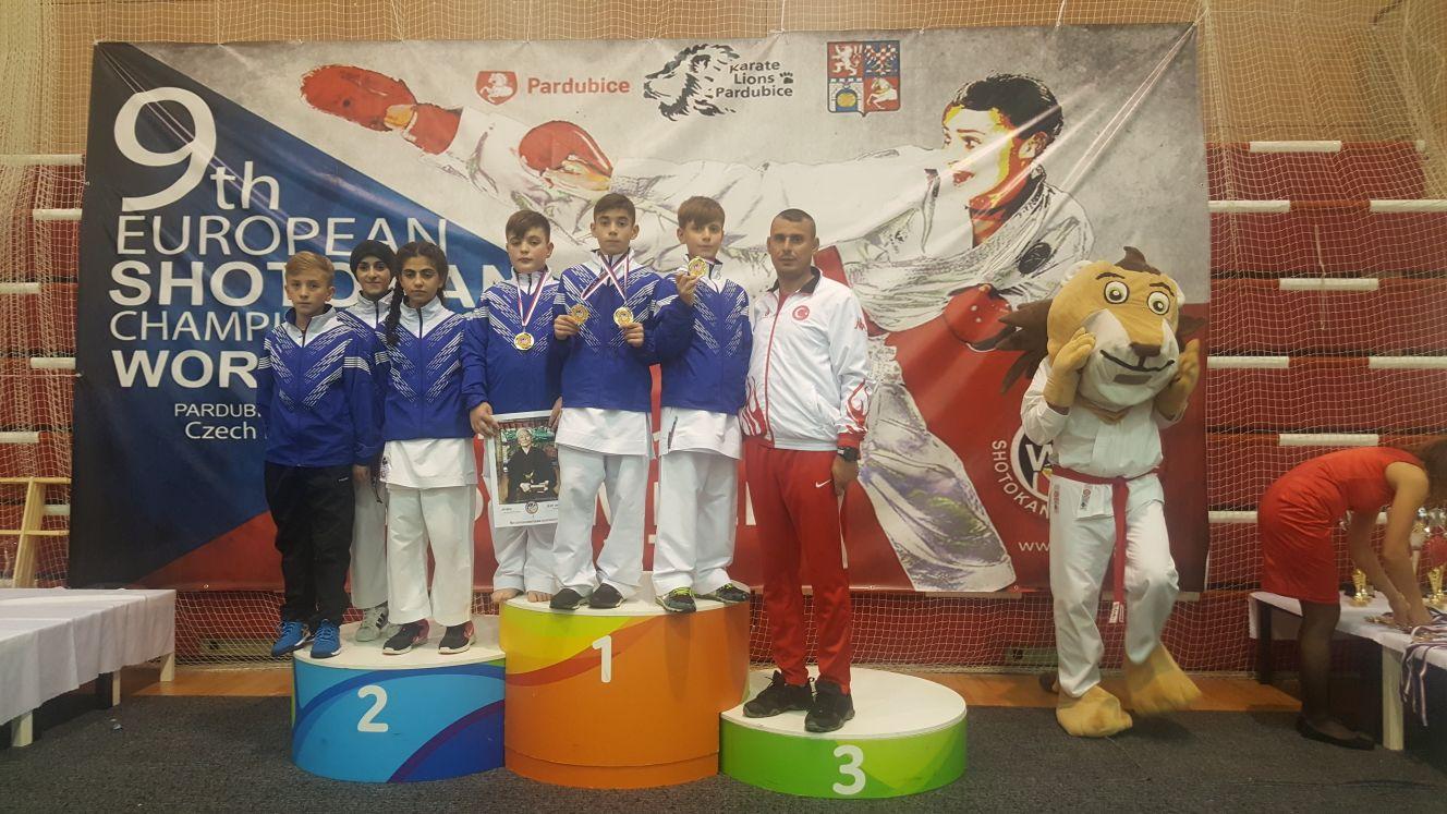 Hendek'li Karateciler Prag'da Takım Şampiyonu