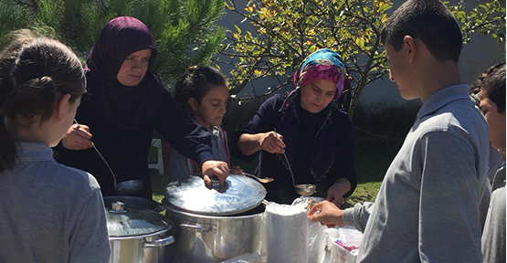 Karadere İlkokulu/Ortaokulu'nda aşure programı gerçekleştirildi