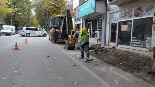 Osman Yılmaz Caddesi'nde yaya yolu çalışması