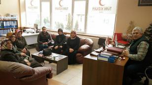 AK Parti Hendek Kadın Kolları Başkanı Bedia Yılkın Kızılay ve  Devlet Hastanesini ziyaret etti