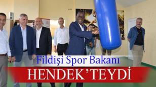 FİLDİŞİ SPOR BAKANI HENDEK'TEYDİ