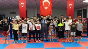 Sporcular Harçlıklarını Mehmetçiklere Bağışladı