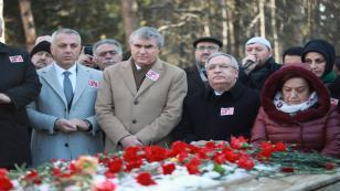 A.Gaffar Okkan Kabri Başında Dualarla Anıldı