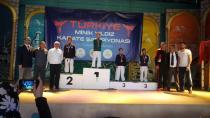 Hendek'li Karateciler Dört Madalya İle Döndü