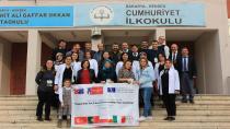 Hendek Cumhuriyet İlkokulu Sınırları Aşıyor