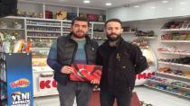 Ülkü Ocakları Mehmetçiklerimize Destek Amacıyla Türk Bayrağı Dağıttı
