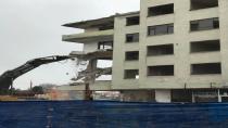 Binanın Yıkımına Başlandı
