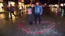 Hendek'li Genç Çark Caddesinde Evlilik Teklif Etti