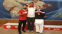 Karateciler Madalyaya Gitti