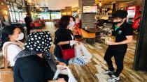 CHP Hendek Esnafa Maske ve Dezenfektan Dağıtıyor
