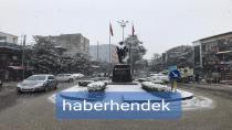 Hendek Merkezde Kar Yağışı