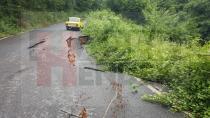 Hendek'te yağan sağanak yağış sonrası yollar çöktü
